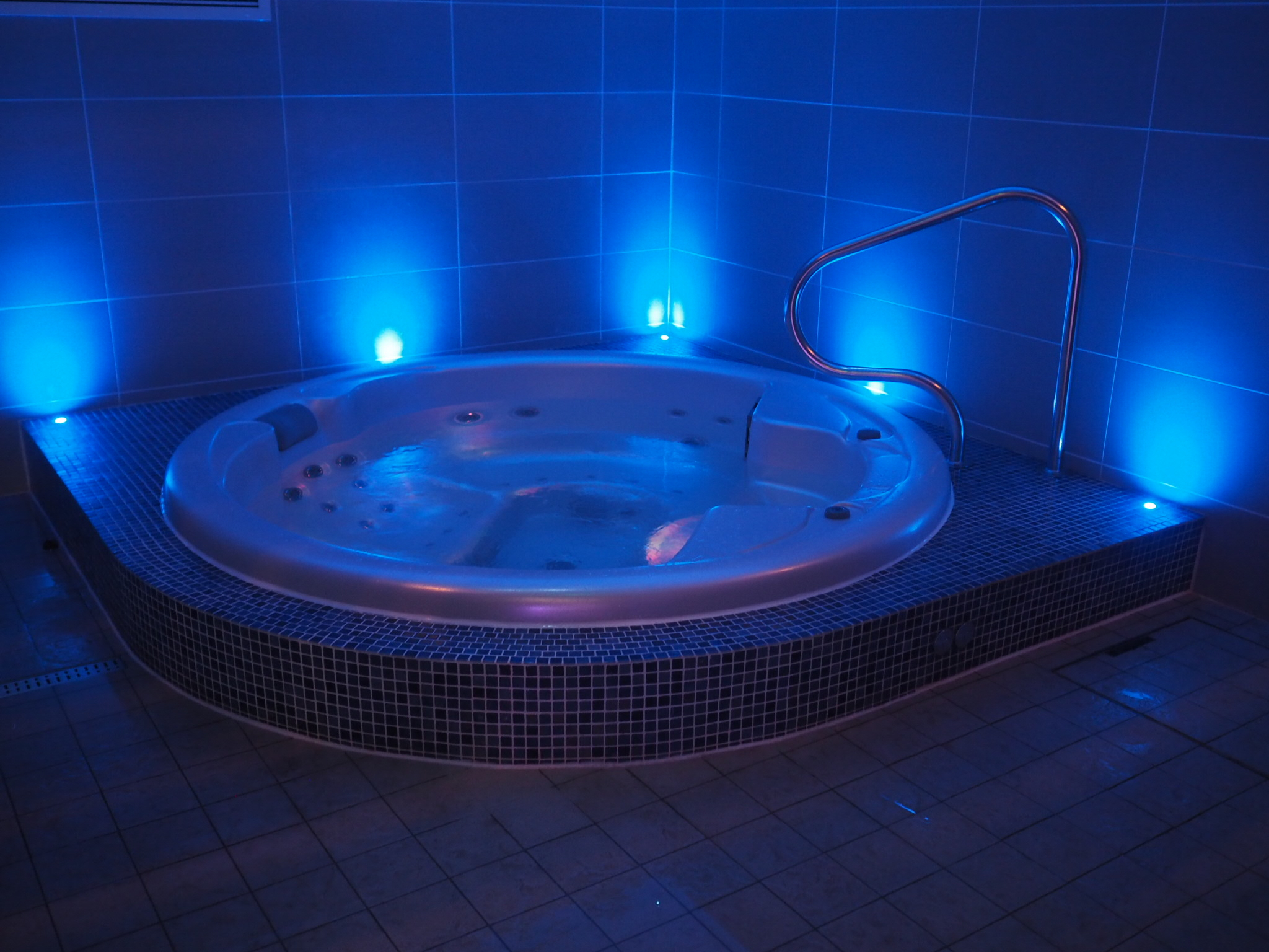 what-lizzy-loves-bank-house-hotel-spa-jacuzzi