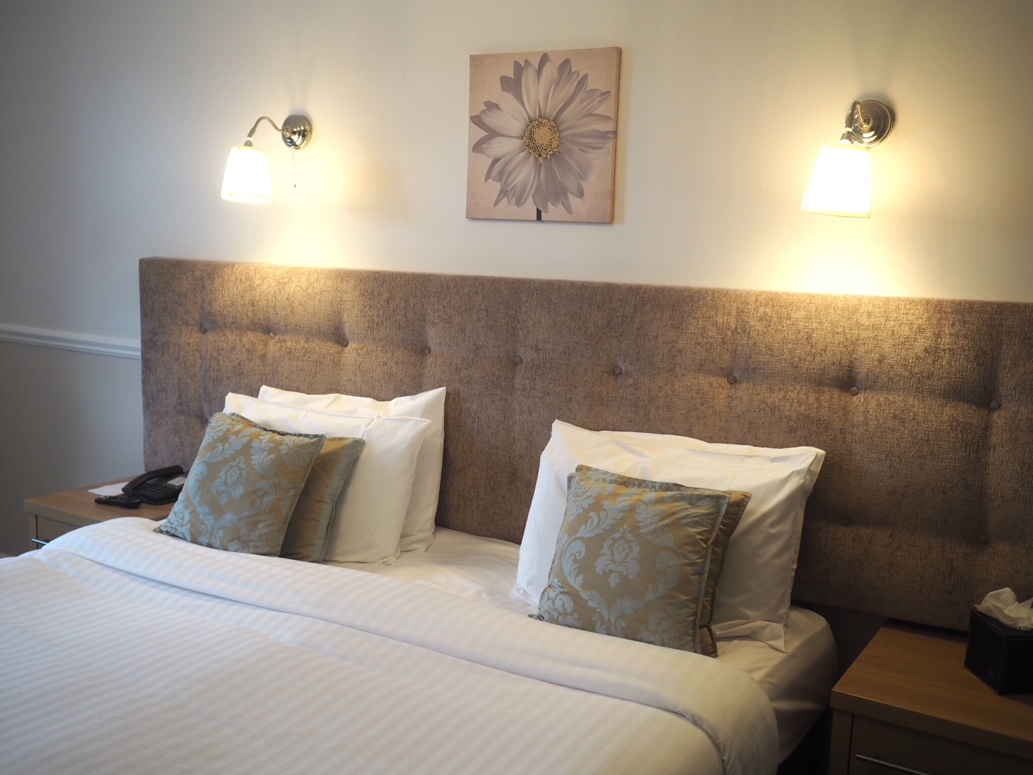 What-LizzyLoves-Bank-House-Hotel-spa-review-Worcester-bedroom