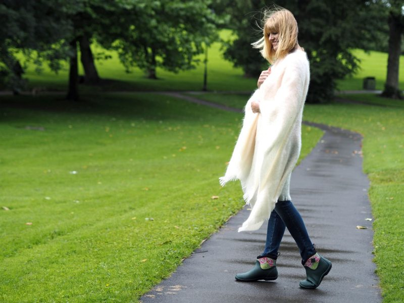 what-lizzy-loves-blogger-cream-mohair-serape-jeans-short-wellies-muck-boots