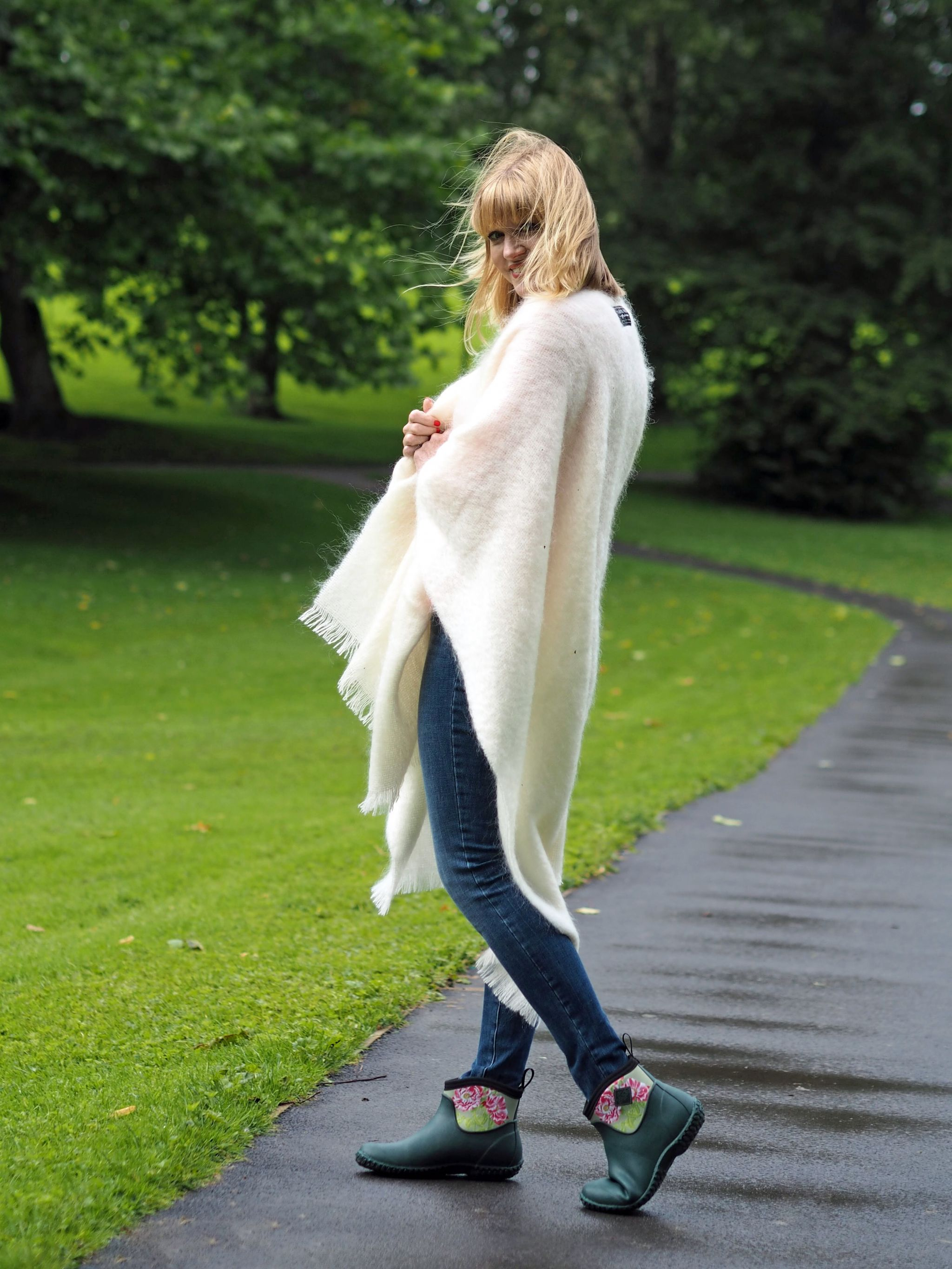 what-lizzy-loves-cream-mohair-serape-jeans-short-wellies-wellingtons-muck-boots