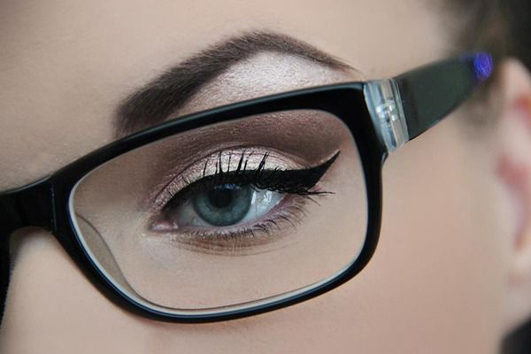 what-lizzy-loves-optometrist-eyeliner-makeup-tips-glasses