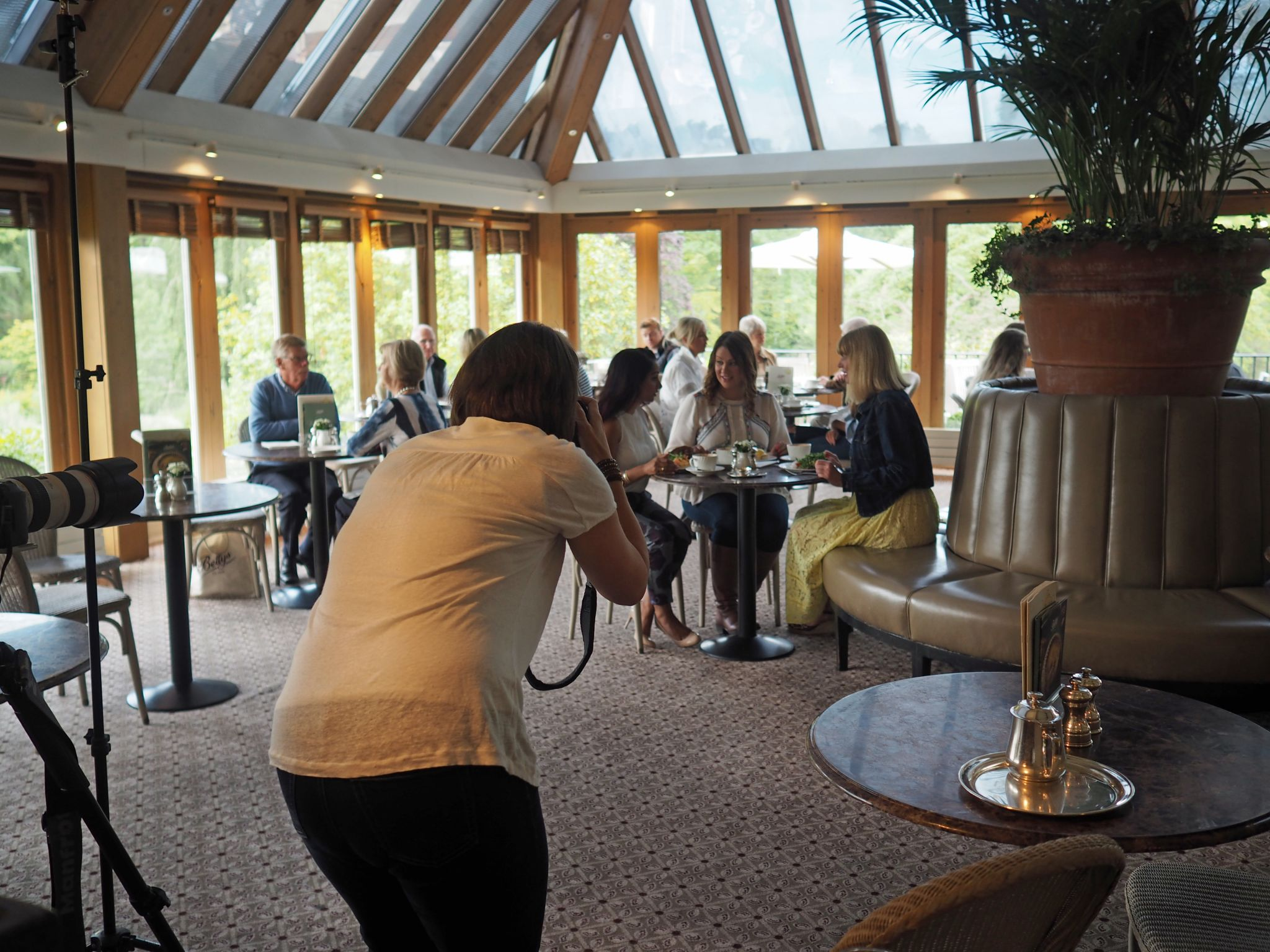 what-lizzy-loves-photo-shoot-bettys-harlow-carr-harrogate-breakfast-photographer