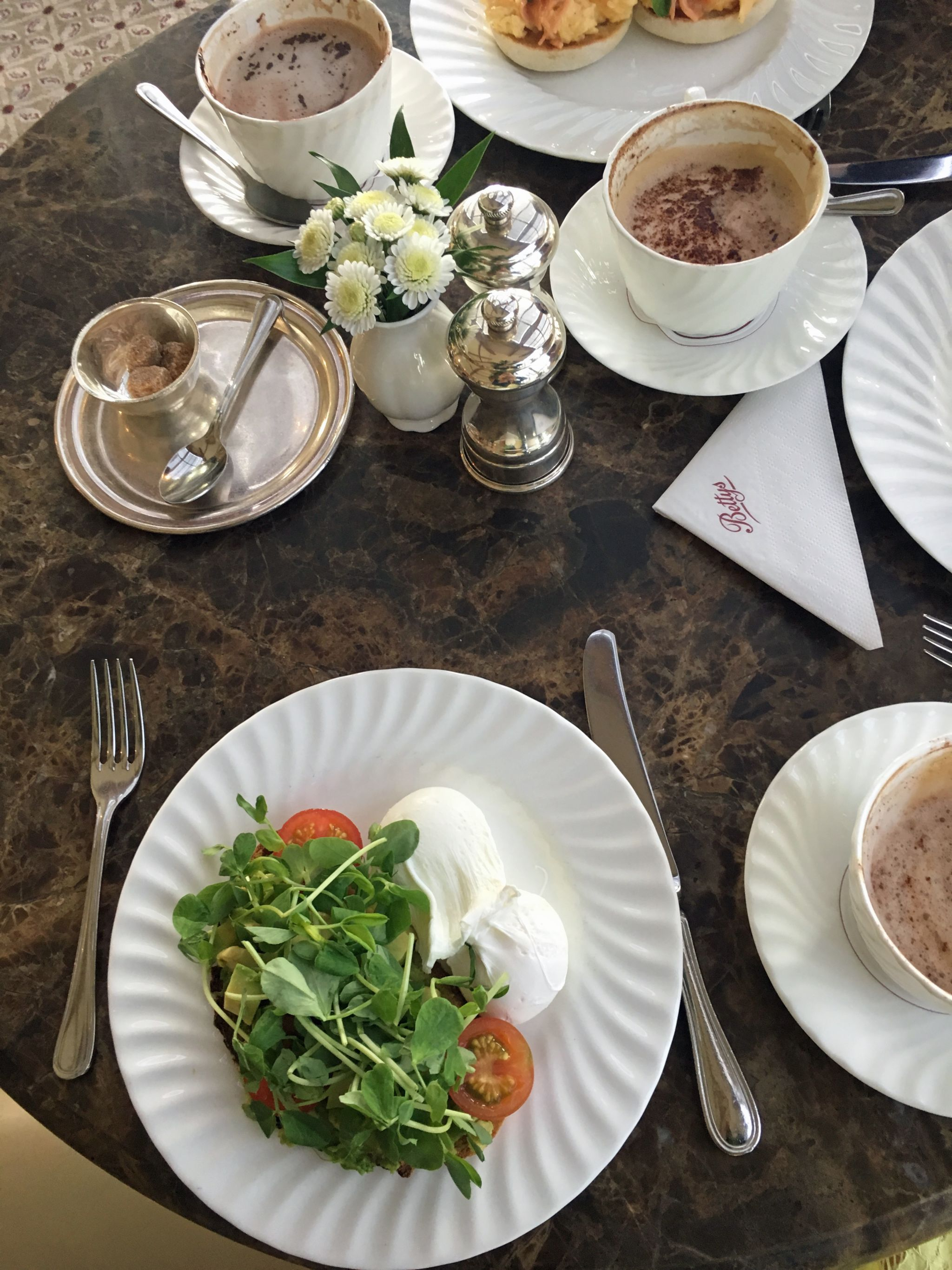 what-lizzy-loves-photo-shoot-bettys-harlow-carr-harrogate-breakfast-coffee