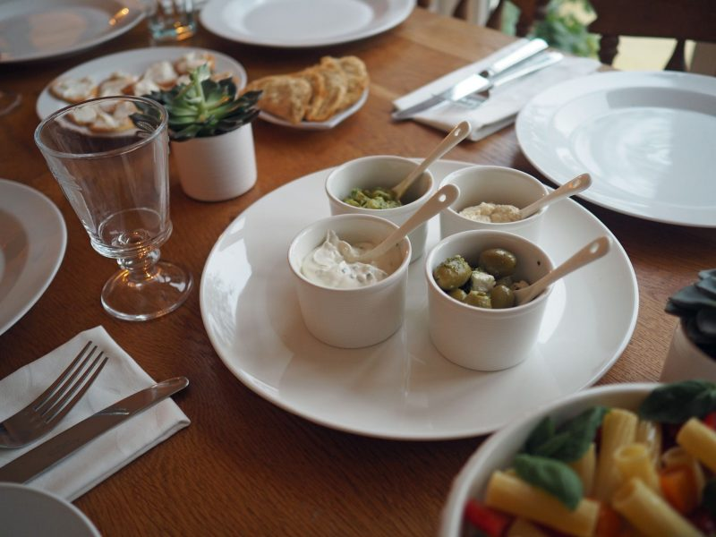 white-table-setting-james-martin-denby-dip-dishes-ramekins
