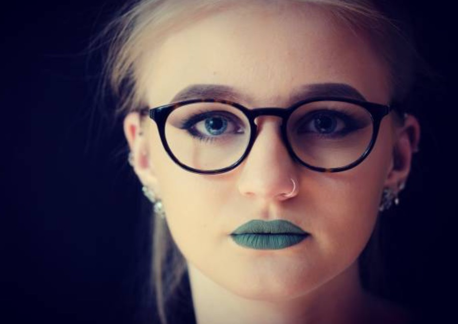 what-lizzy-loves-optometrist-makeup-tips-spectacle-wearer