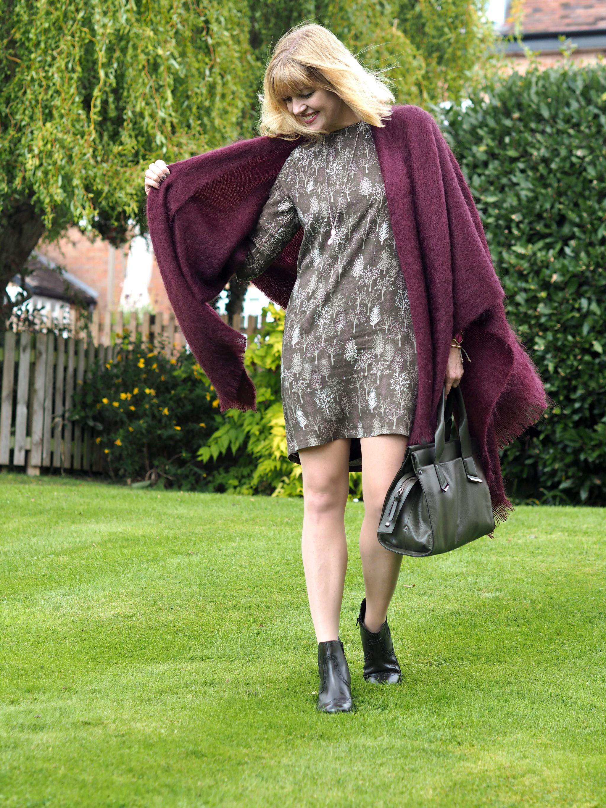 what-lizzy-loves-khaki-tunic-dress-autumn-style-leather-handbag-mohair-serape