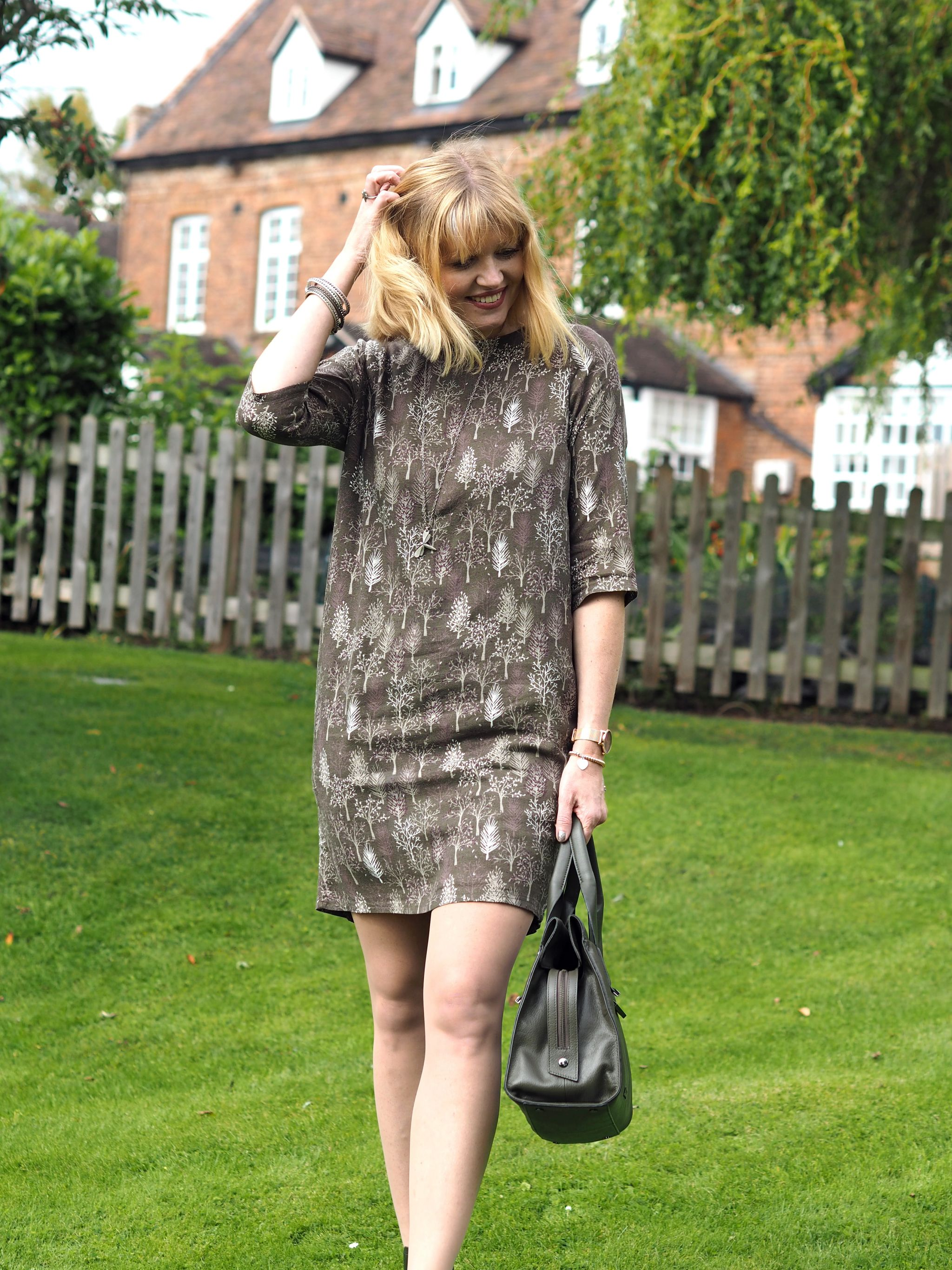 Khaki: Embracing Autumn With A Khaki Dress, A Khaki Bag and Chelsea Boots