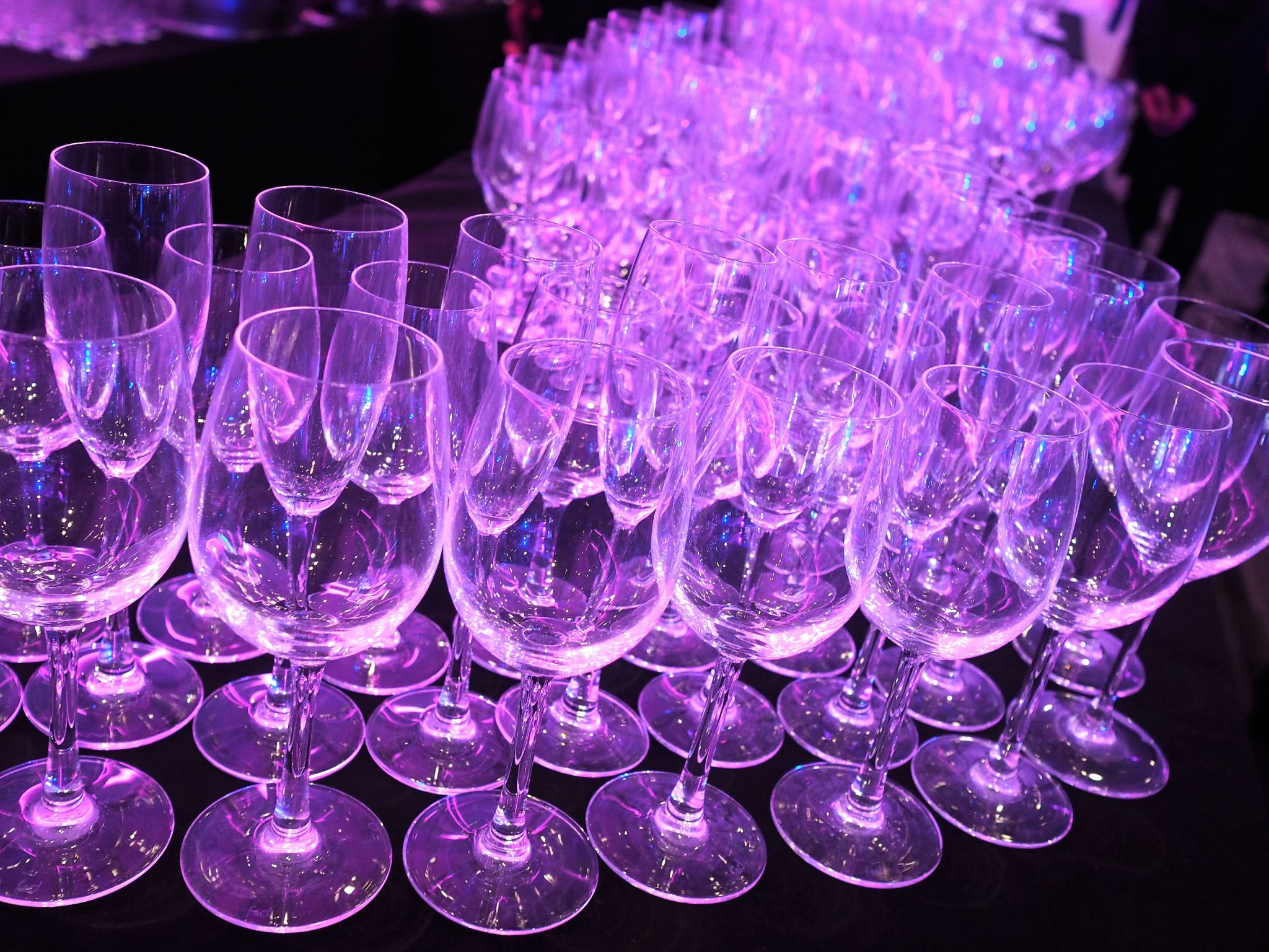 what-lizzy-loves-AOP-awards- dinner-wineglasses