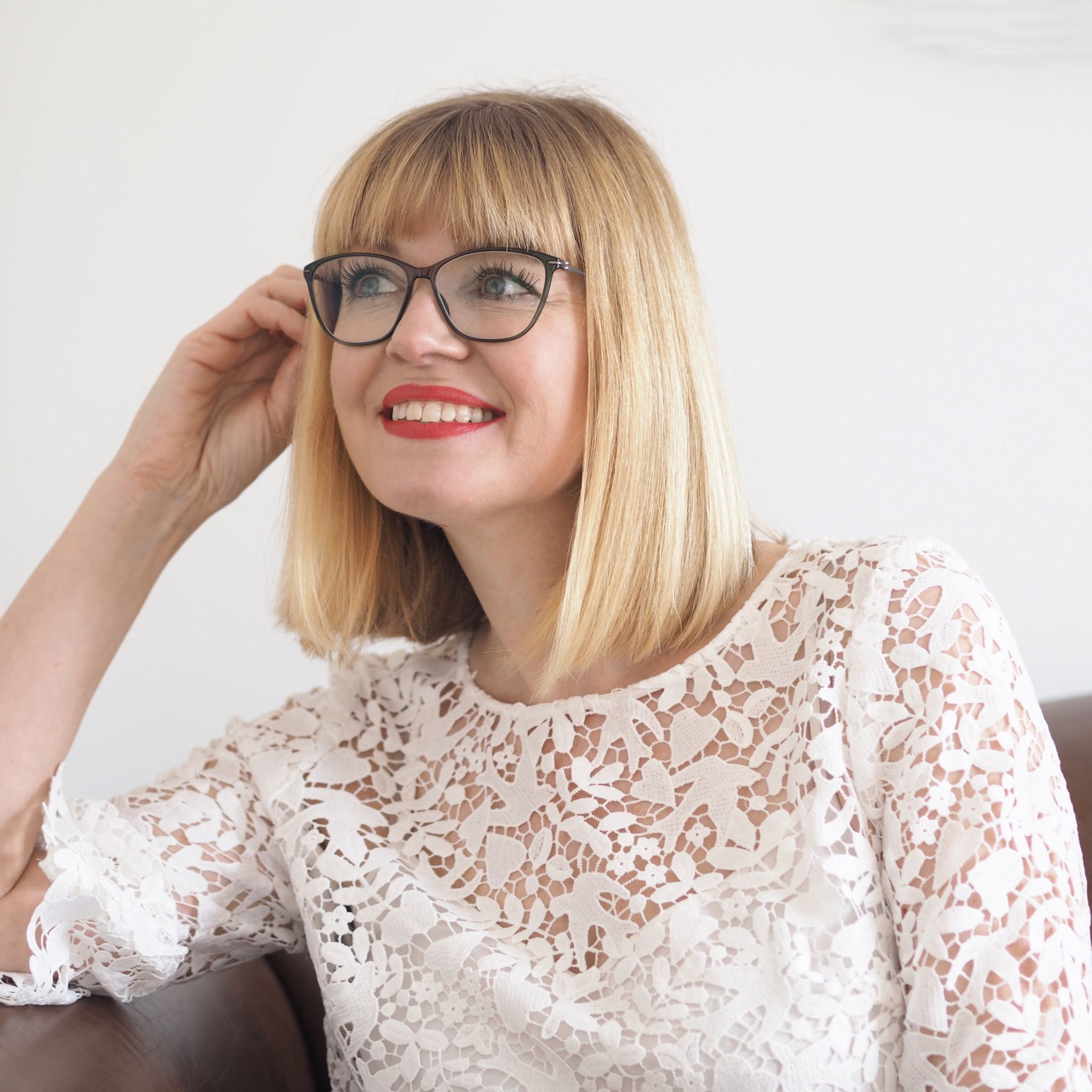 what-lizzy-loves-how-to-choose-coloured-spectacle frames-Stepper
