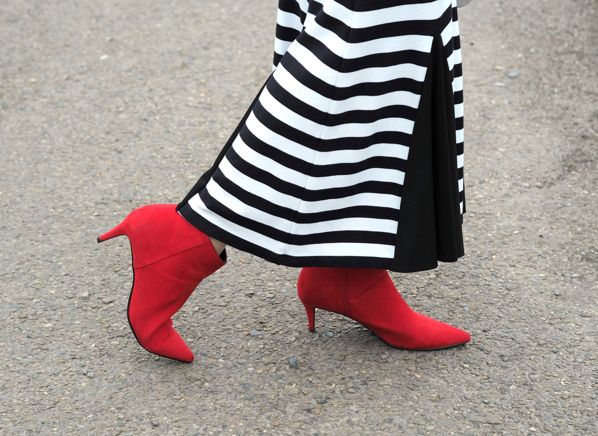 what lizzy loves striped dress and red kitten heel boots