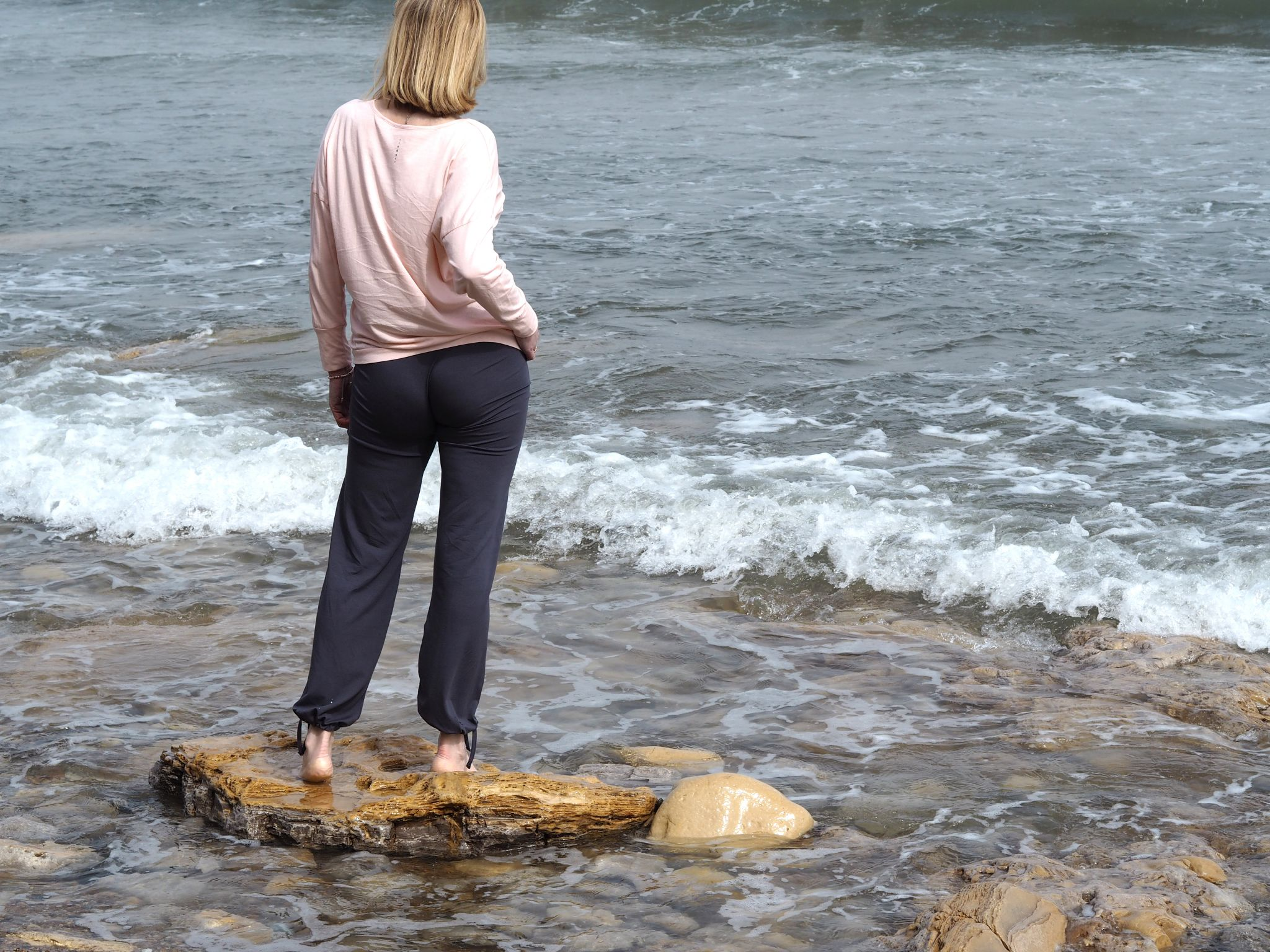 what lizzy loves wellness Asquith yoga clothes seaside