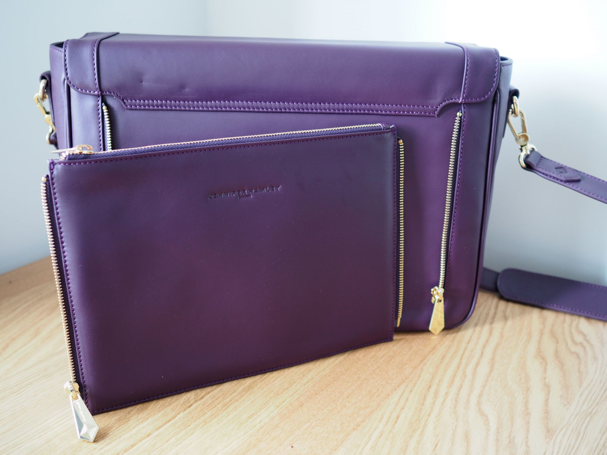 what-lizzy-loves-jennifer hamley-model-kt-laptop-bag-review-zip-off-clutch