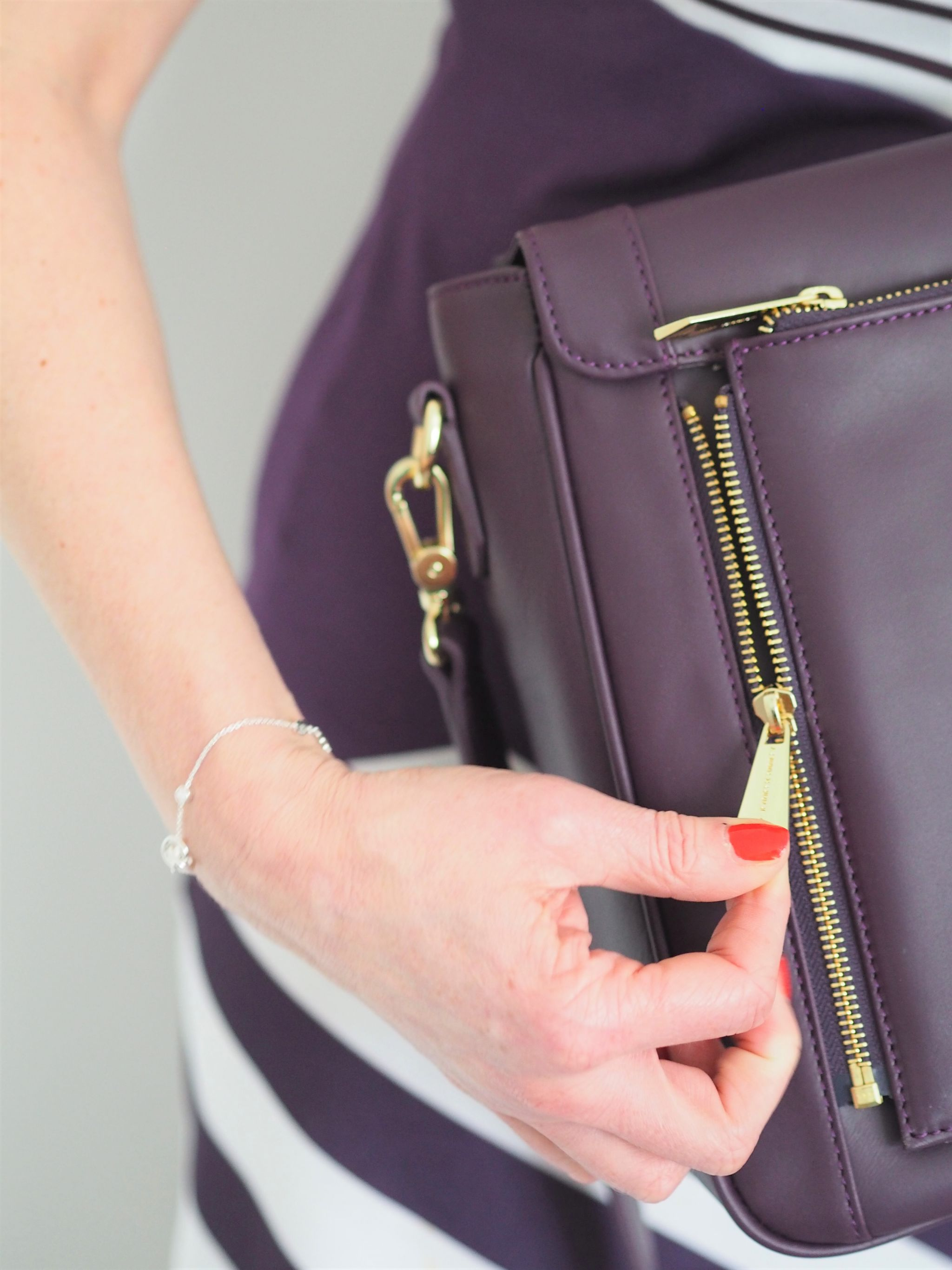 what-lizzy-loves-jennifer hamley-model-kt-review-zip-off-clutch-aubergine-leather