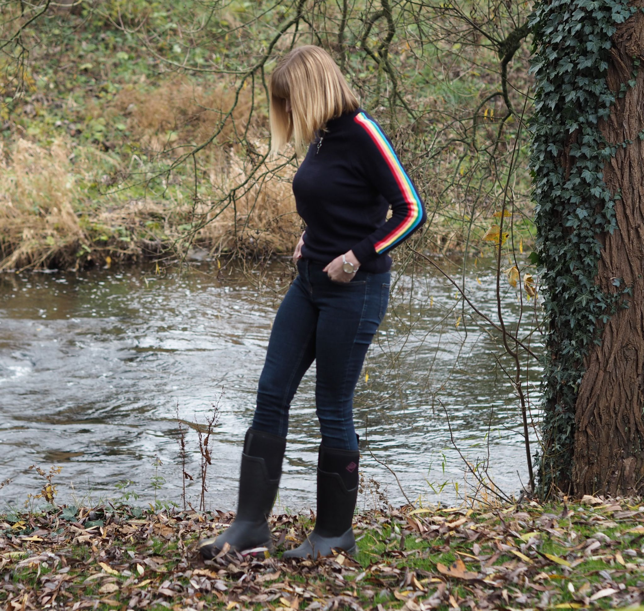 Blogger Lizzy wears rainbow sleeve jumper skinny jeans and wellies